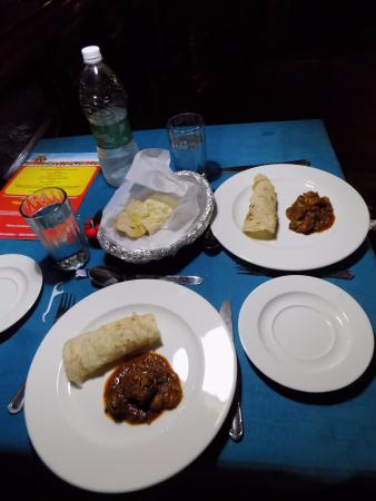 Rossitta Garden Restaurant: 3. Pork vindaloo with kérala poratha