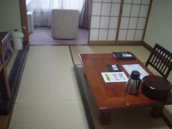 KKR Izu Nagaoka Chitoseso : きれいではないけど充分な部屋はウォシュレット付き