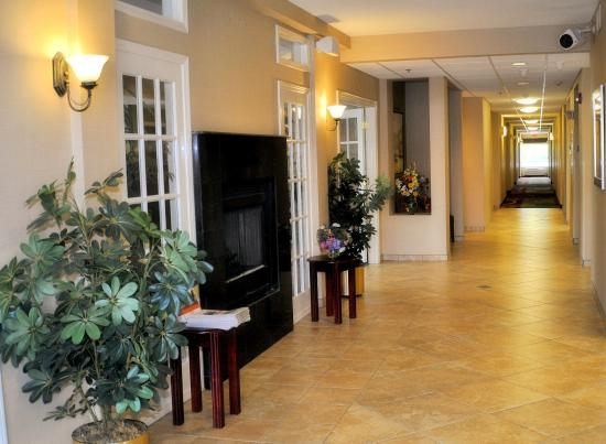 White House, TN: Hotel Lobby