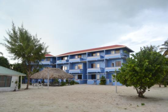 Anchorage Beach Resort: Front of hotel