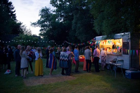 West Sussex, UK: We love catering at weddings