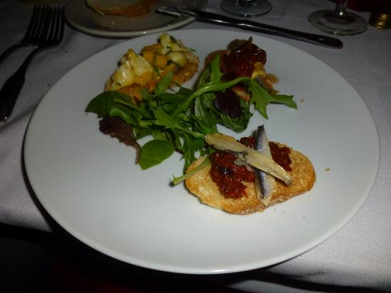 Gloucester City, Nueva Jersey: trio of crostini appetizer