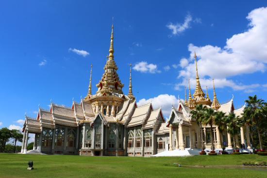 Lan Boon Mahawihan Somdet Phra Buddhacharn