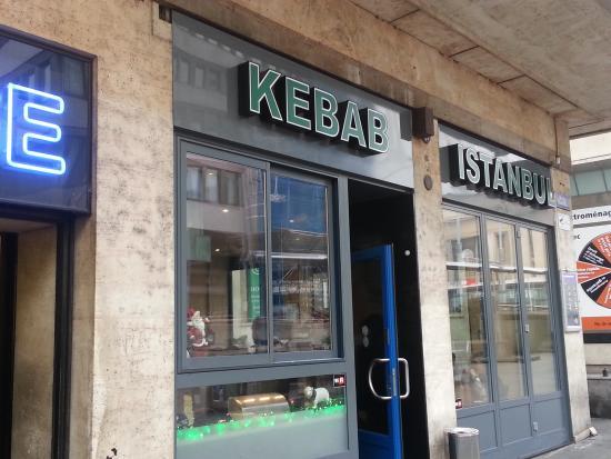 Istanbul Kebab Restaurant: вход в ресторан