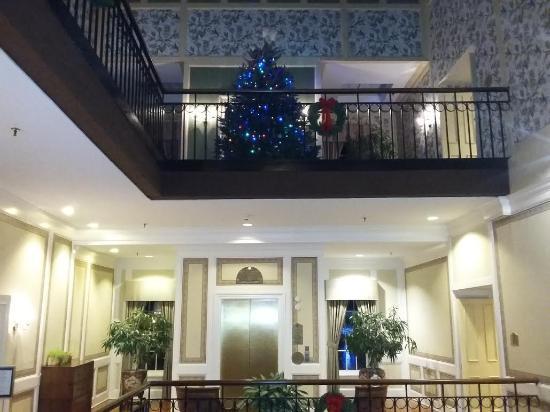 River Street Inn: Christmas Lobby