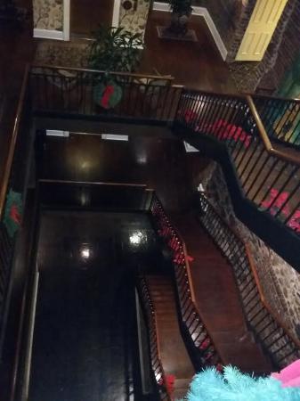 River Street Inn: Hotel Stairwells Circa 1800's