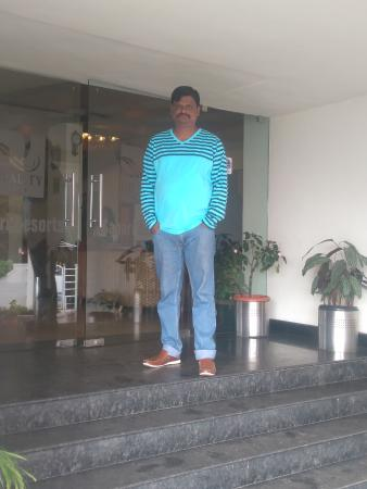 Quality  Inn Sabari Resorts: at the entrance