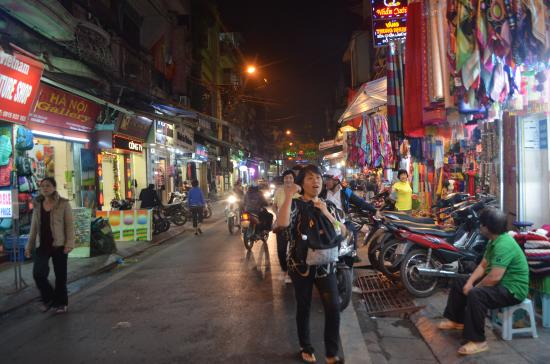 Hanoi Romance Hotel: Plenty of shops