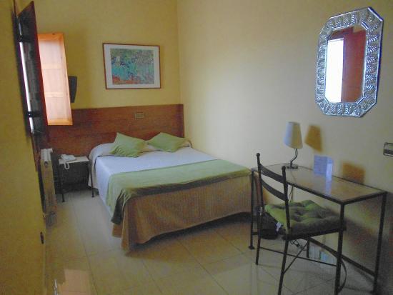 Hotel Sol : Habitación