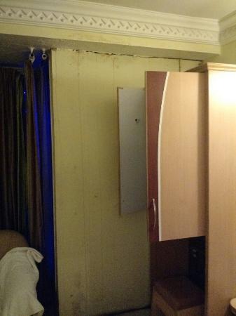 Hotel Dhammangi Comforts: Hotel Dhammanagi Comforts