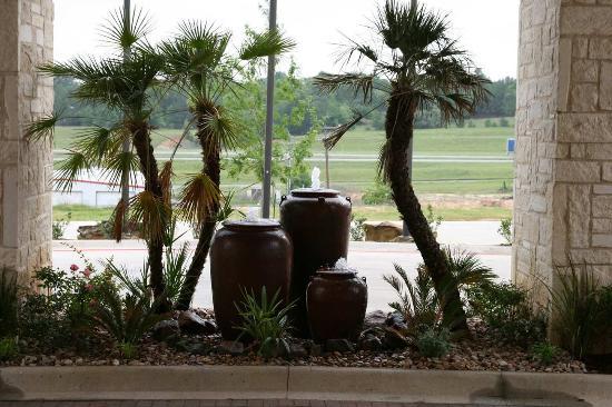 Buffalo, TX: Fountain Landscaping