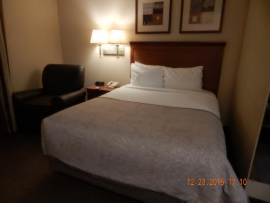 Candlewood Suites Alabaster: Bed