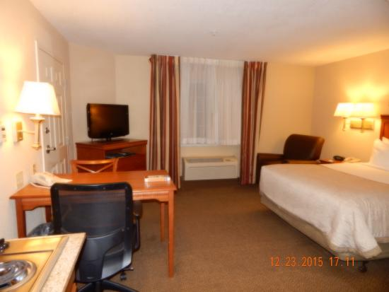 Candlewood Suites Alabaster: Room from kitchen