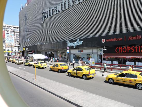 Epoque Hotel: Unirii shopping mall(surroundings)