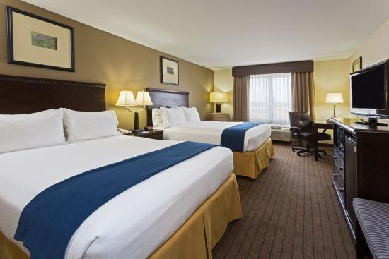 Moultrie, GA: Comfortable Two Queen Guest Room