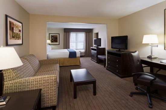 Moultrie, GA: Spacious King Suite