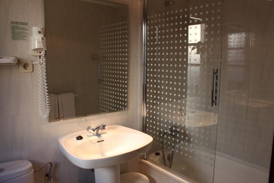 Hotel Araguells: Baño