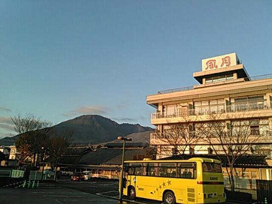 Hotel Fugetsu Hammond : 格安ツアーで宿泊。HAMOND館はベッドの部屋です、ツインのビジネスホテルといった感じですね。館内の露天風呂、大浴場ともそれほど広くはありません、また、別棟の温泉施設、スーパー銭湯という紹介で