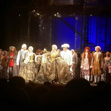 Екатеринбург театр музыкальной комедии афиша на сентябрь купить билет сочи цирк