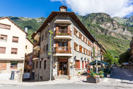 Hotel araguells benasque huesca opiniones comparaci n for Hotel avenida benasque