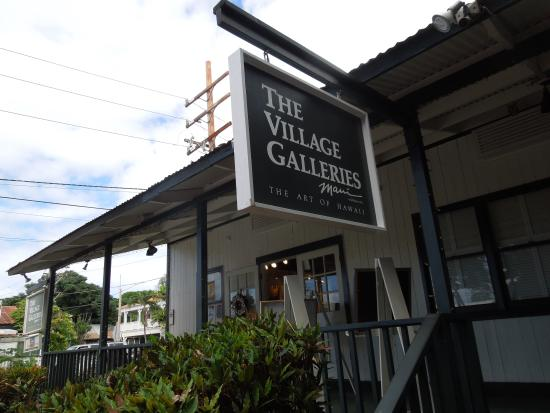 Village Galleries in Lahaina: The shop in the back, off Front Street