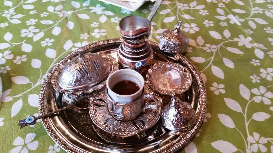 Cleopatra Cafe: Ate here Christmas day. Had chicken shwarma and turkish coffee. Yummy