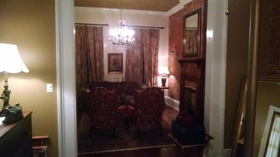 The New Orleans Jazz Quarters : View of living room from bedroom area