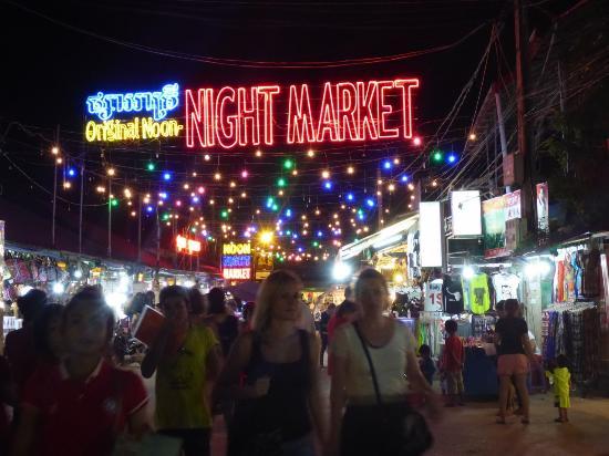 Neth Socheata Hotel: Night Market1