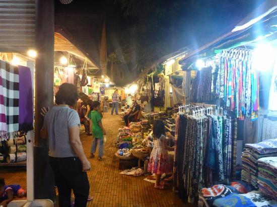 Neth Socheata Hotel: Market 2