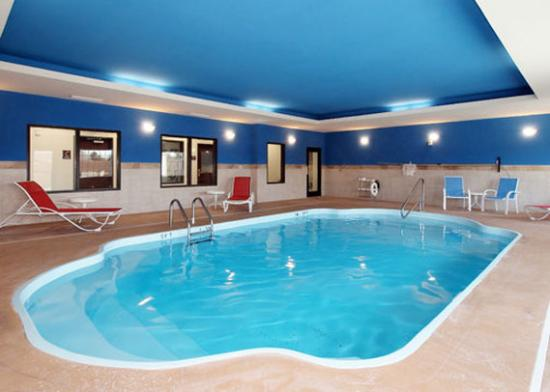 Newton, KS: KSComfort Inn And Suites Pool