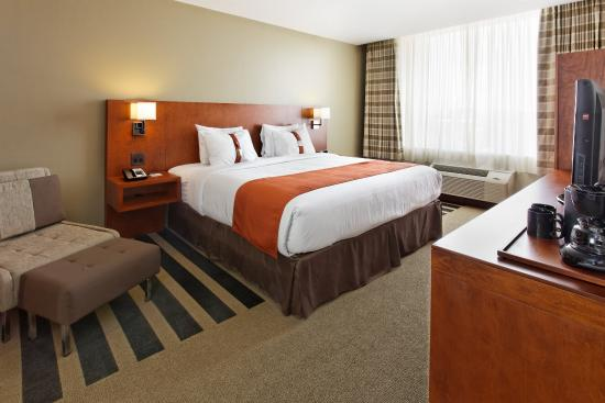 Holiday Inn San Jose-Escazu: King Size Bed Guest Room