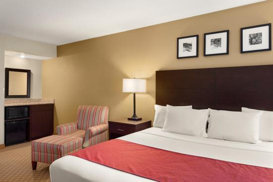 Country Inn & Suites By Carlson, Coon Rapids: Guest Room