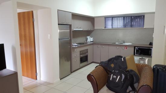 Southern Cross Atrium Apartments: Cocina
