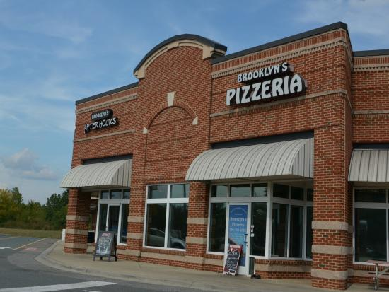 Awesome pizza however review of brooklyn 39 s pizzeria for Cheap hotels near charlotte motor speedway