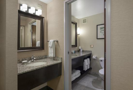 Crowne Plaza Lansing West: Double vanities available in some guest rooms
