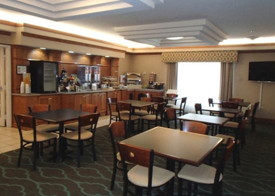 Quality Inn & Suites Decatur - Atlanta East: breakfast area