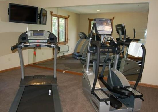 Lee, MA: fitness center
