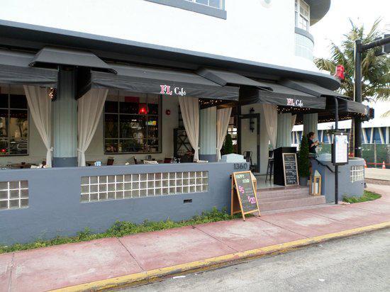 Cafe Des Arts: exterior