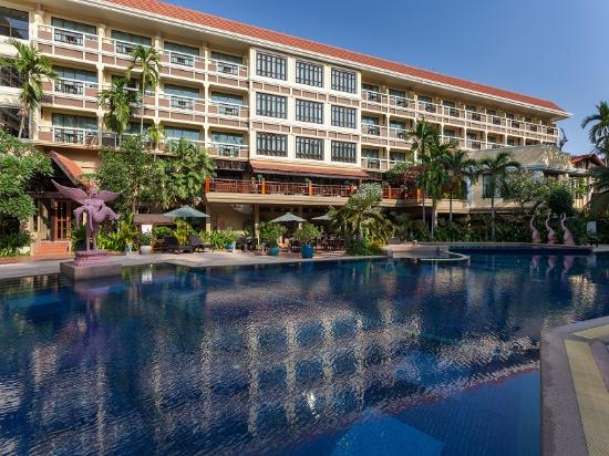 Prince D'Angkor Hotel & Spa : poolside