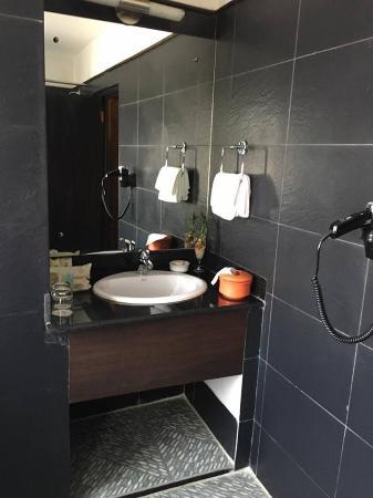 Hotel Tibet International: nice bathroom