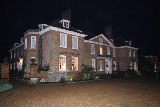 Lenham, UK: Chilston Park Hotel after dark