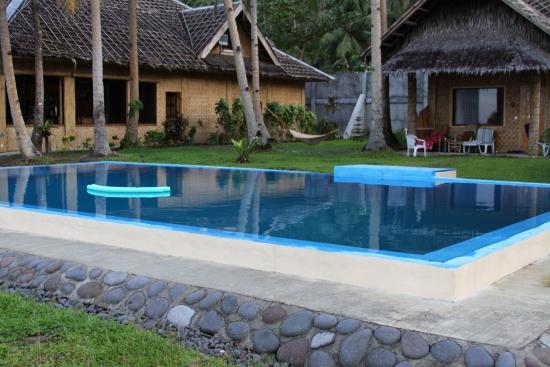 Pintuyan, Filippinene: Pool mit Blick auf den Speiseraum