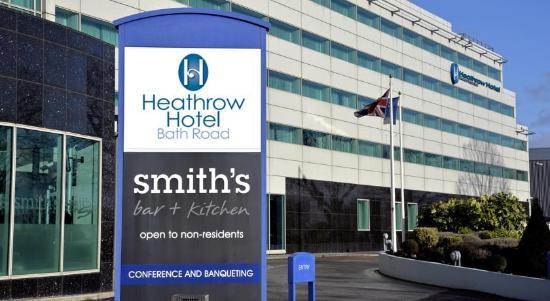 Heathrow Hotel Bath Road: Front of Hotel