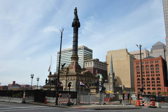 Soldiers' and Sailors' Monument: Монумент