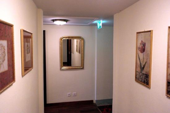 Hotel Monte Rosa: Коридор на этаже