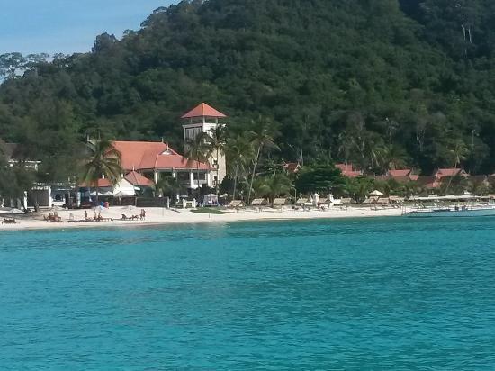 Redang Pelangi Resort : fuochi artificio e spiaggia hotel