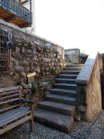 Castel vasio all 39 arrivo picture of castel vasio fondo for Castel vasio