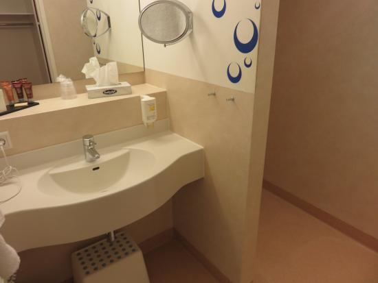 Langenau, Deutschland: Bathroom with open shower