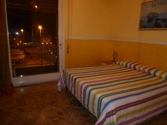 Hotel Bella Capri and family rooms: 部屋