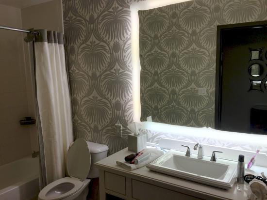 Well lit bathroom vanity picture of the silversmith - Discount bathroom vanities chicago ...